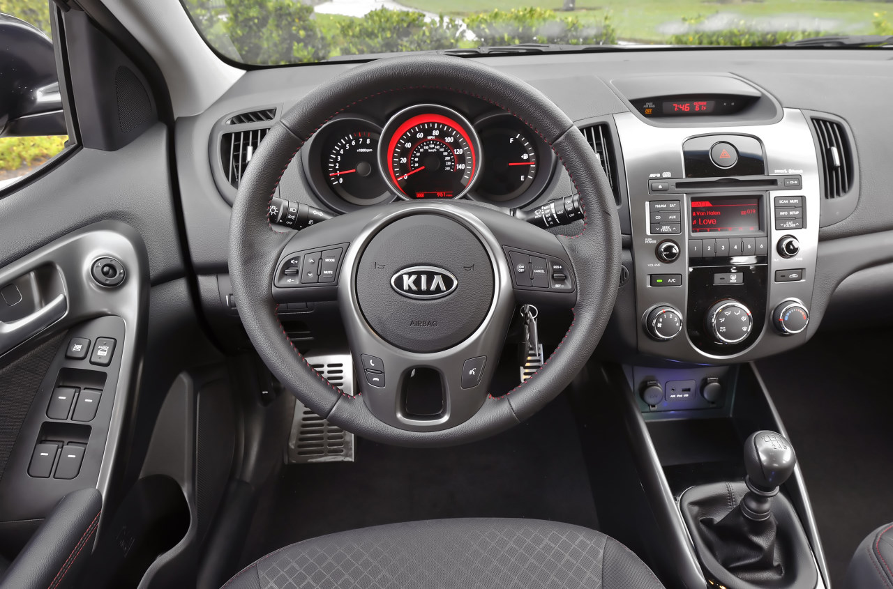 kia cerato hatch interior