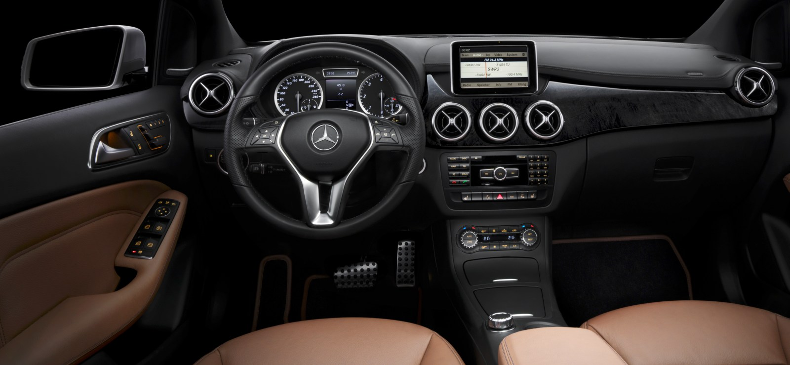 Mercedes benz oficializa classe b 2012 all the cars for Interior mercedes clase a