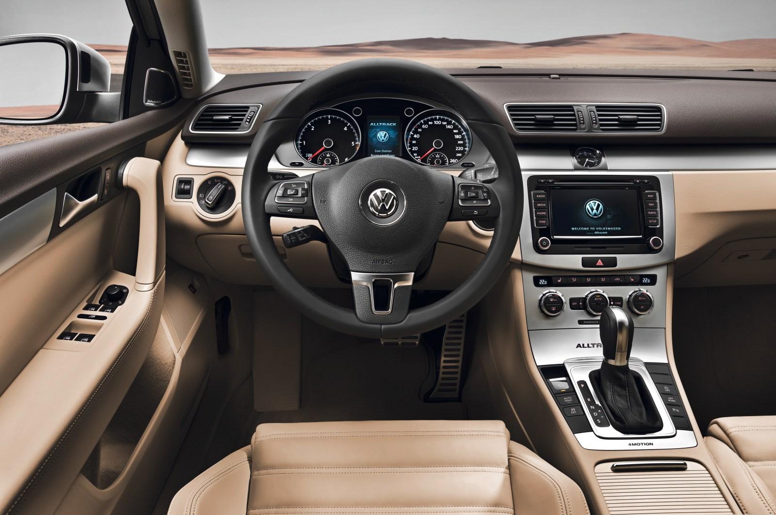 2017 Volkswagen Golf Alltrack Tsi Se >> VW Passat Variant ganha versão aventureira Alltrack – ALL ...
